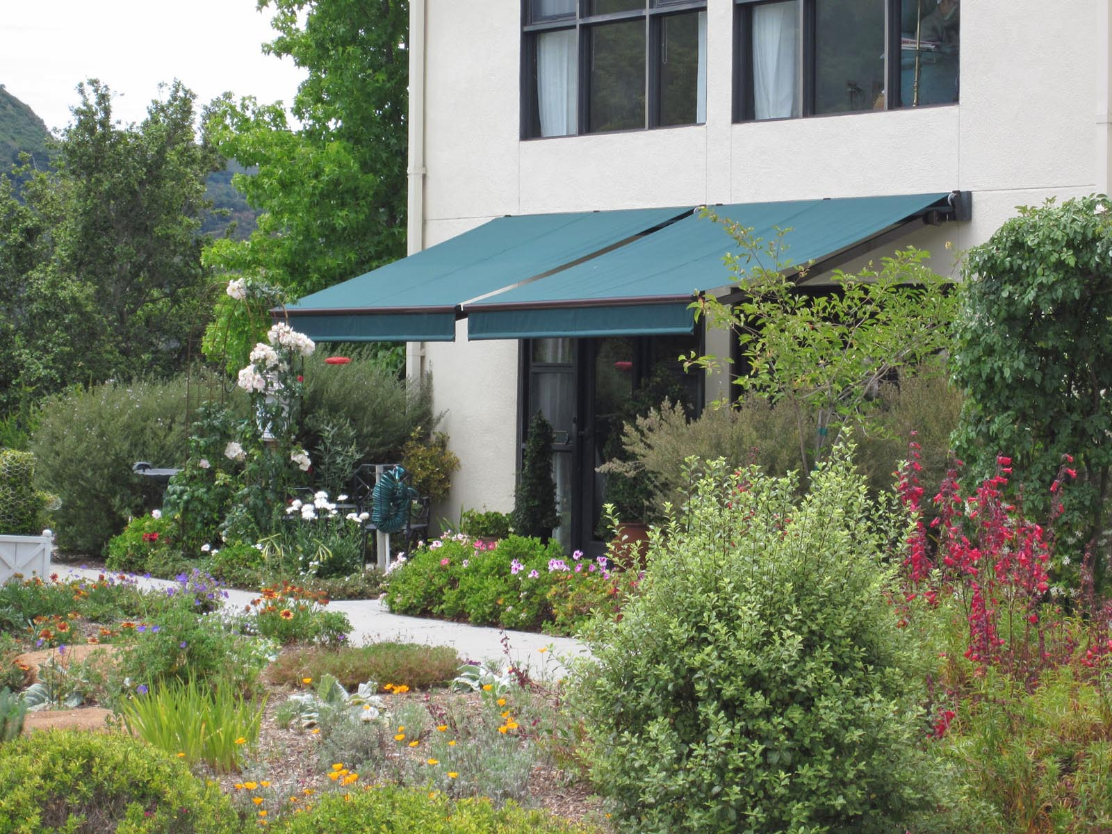Retractable Acme Awning